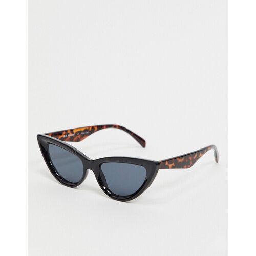 AJ Morgan – Schmale Katzenaugen-Sonnenbrille in Schwarz No Size