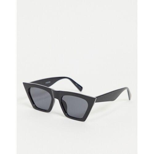 Pieces – Spitze Katzenaugen-Sonnenbrille in Schwarz One Size