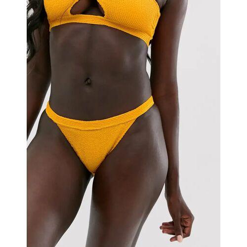 Miss Selfridge – Crinkle-Bikinihose in Gelb 40