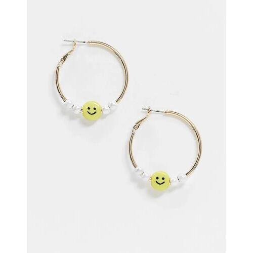 ASOS DESIGN – Goldfarbene Ohrringe mit Smiley-Fance und Kunstperlen No Size