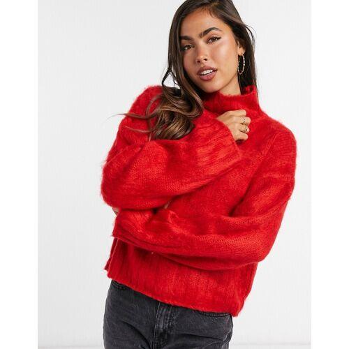 ASOS DESIGN – Kastenförmiger flauschiger Pullover mit hohem Kragen-Rot 32