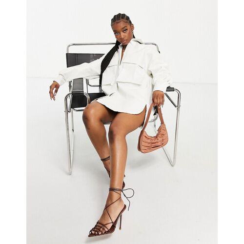 I Saw It First – Oversize-Hemdkleid im Krokodilleder-Look mit Tasche in Weiß 36