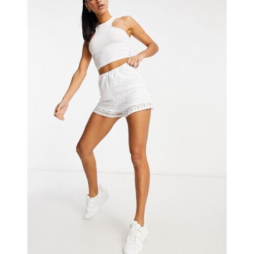 In The Style – Gehäkelte Shorts in Weiß 36