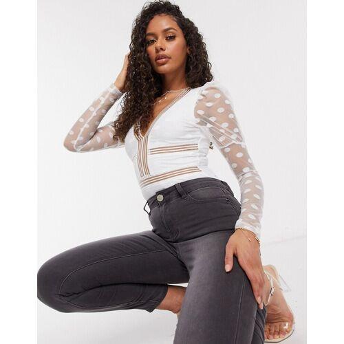 NaaNaa – Bodysuit mit tiefem Ausschnitt, Netzstoff und Punktmuster in Weiß 36