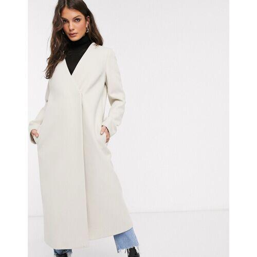 ASOS DESIGN – Cremefarbiger, kragenloser Mantel mit Gürtel-Weiß 34