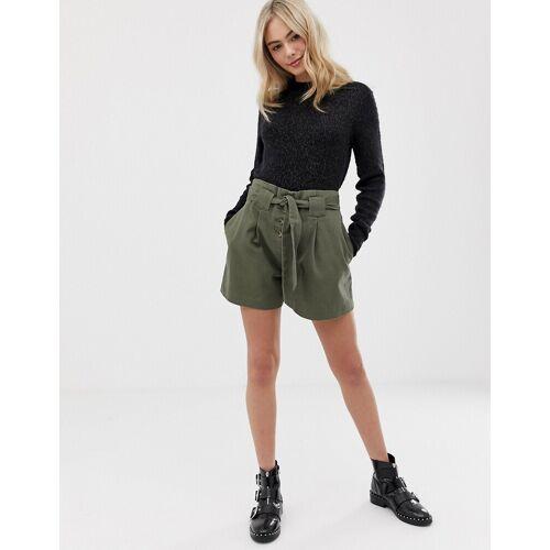ASOS DESIGN – Lässige Shorts mit Bindegürtel-Grün 32