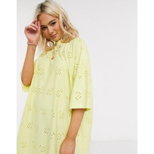 ASOS DESIGN – Zitronengelbes T-Shirt-Kleid mit Oversize-Passform und Lochstickerei 30