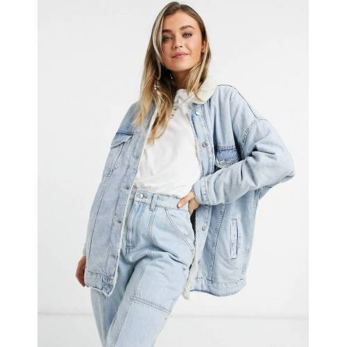 Bershka – Übergroße Jeansjacke mit Futter in Lammfelloptik in Blau M