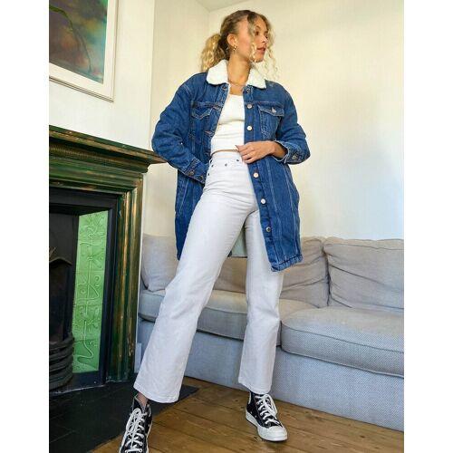 Only – Oversized-Jeansjacke in Blau mit Lammfell-Kragen 38
