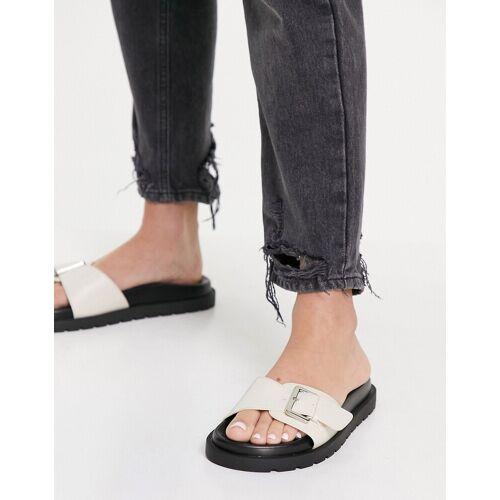 Bershka – Slider-Sandalen mit Schnallen in Buttermilch-Weiß 36