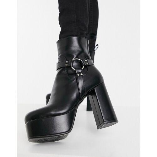 Lamoda – Stiefel mit Plateausohle und Gurtdetail in Schwarz 37