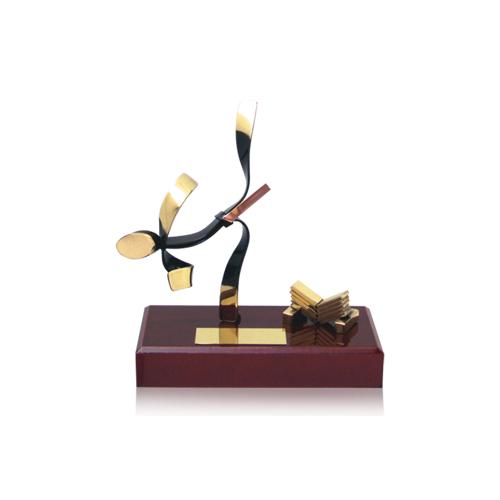 Helm Trophy ABVERKAUF Figur Karate 17,0cm
