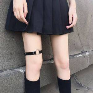 Malnia Home Faux Leather Hoop Garter Black - One Size