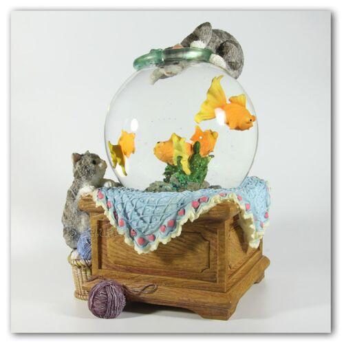Spieluhrenwelt Schneekugel mit Aquarium und Katzen mit Spieluhr