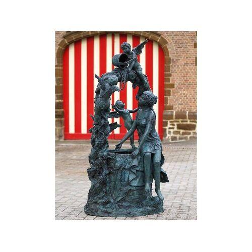 TB Brunnen Frau und Engel am Wasserbrunnen aus Bronze
