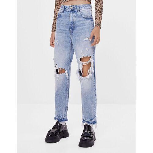 Bershka Mom-Jeans mit Rissen