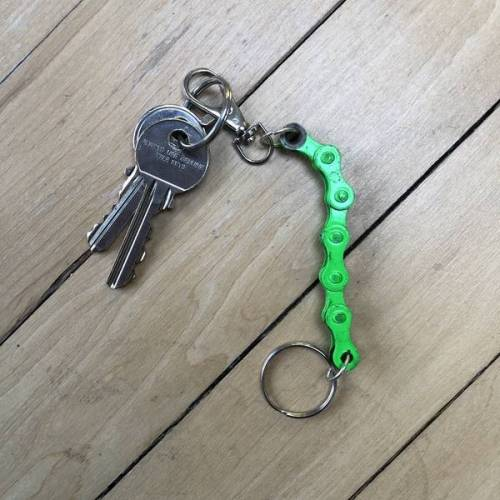Paguro Upcycle Schlüsselanhänger Aus Recycelten Fahrradkettengliedern grün