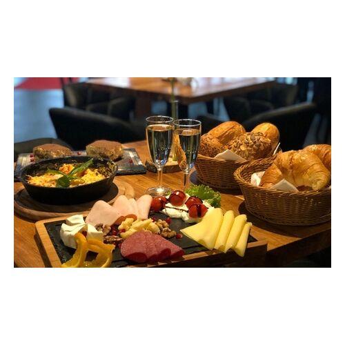 Restaurant Cotta's Frühstück mit Rührei-Pfanne, Dessert und Sekt für 2 oder 4 Personen im Restaurant Cotta's (bis zu 34% sparen*)