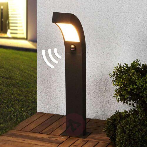 Lucande Bewegungsmelder-Sockelleuchte Lennik mit LED