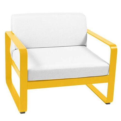 Fermob Bellevie Sessel mit grauweißem Kissen honig