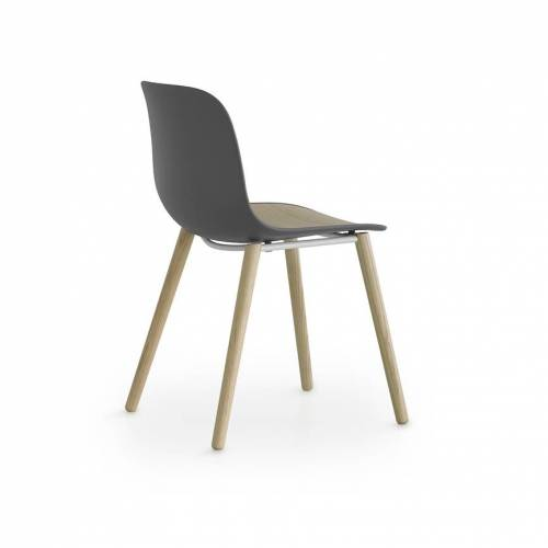 Lapalma Seela S313 Stuhl schwarz lackiert / schwarz gebeizt offenporig grau / schwarz gebeizt offenporig