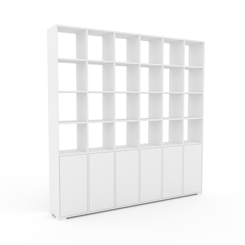MYCS Bücherregal Weiß - Modernes Regal für Bücher: Türen in Weiß - 233 x 235 x 35 cm, Individuell konfigurierbar