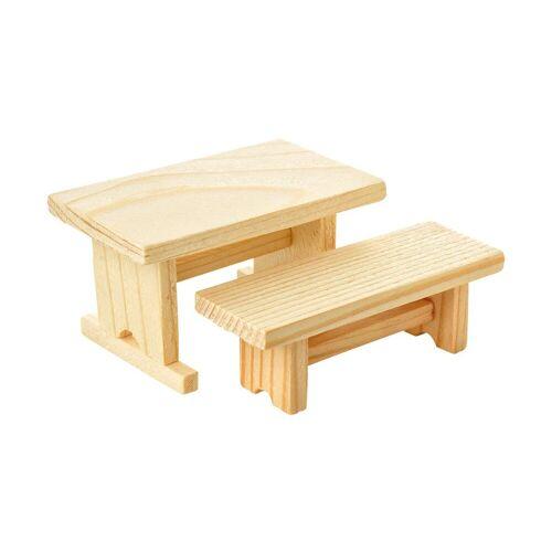 Holzbank und -tisch