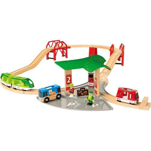 Brio Spielzeugeisenbahn-Set »BRIO Reisezug Set mit Busbahnhof«