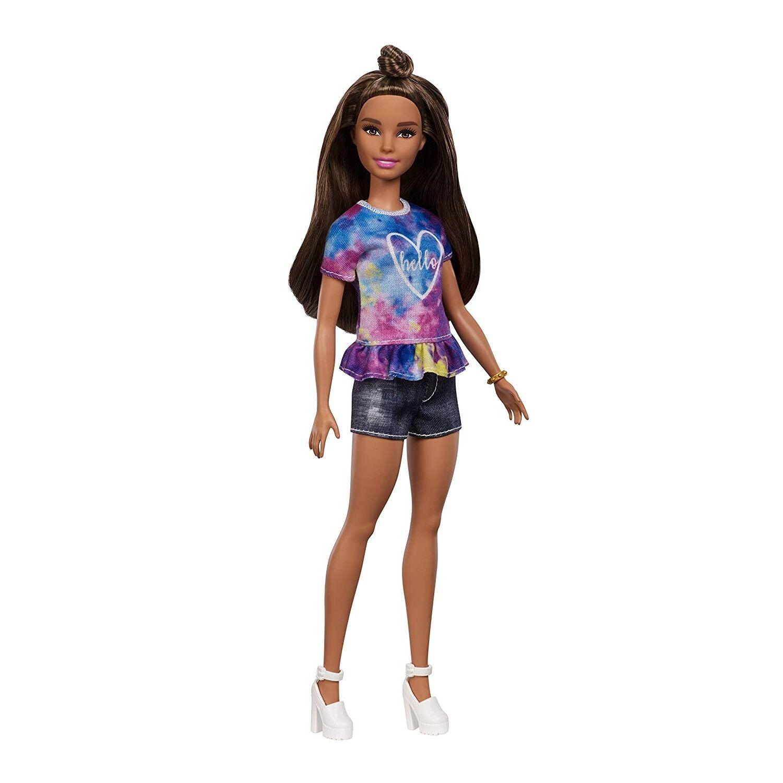 barbie fashionista muñeca morena con moño y shorts tejanos