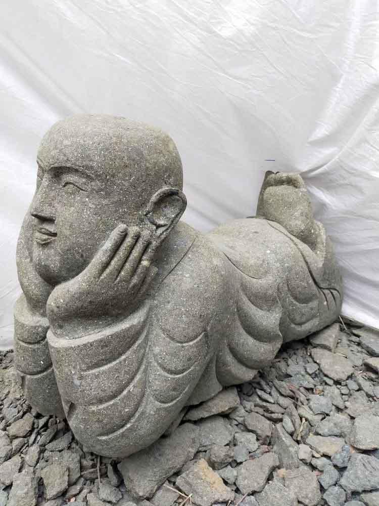 Wanda Collection Statue de jardin moine couché en pierre 1m