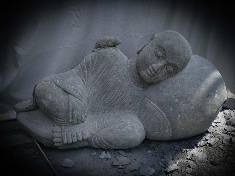 Wanda Collection Statue de jardin moine shaolin extérieur zen en pierre naturelle 100 cm