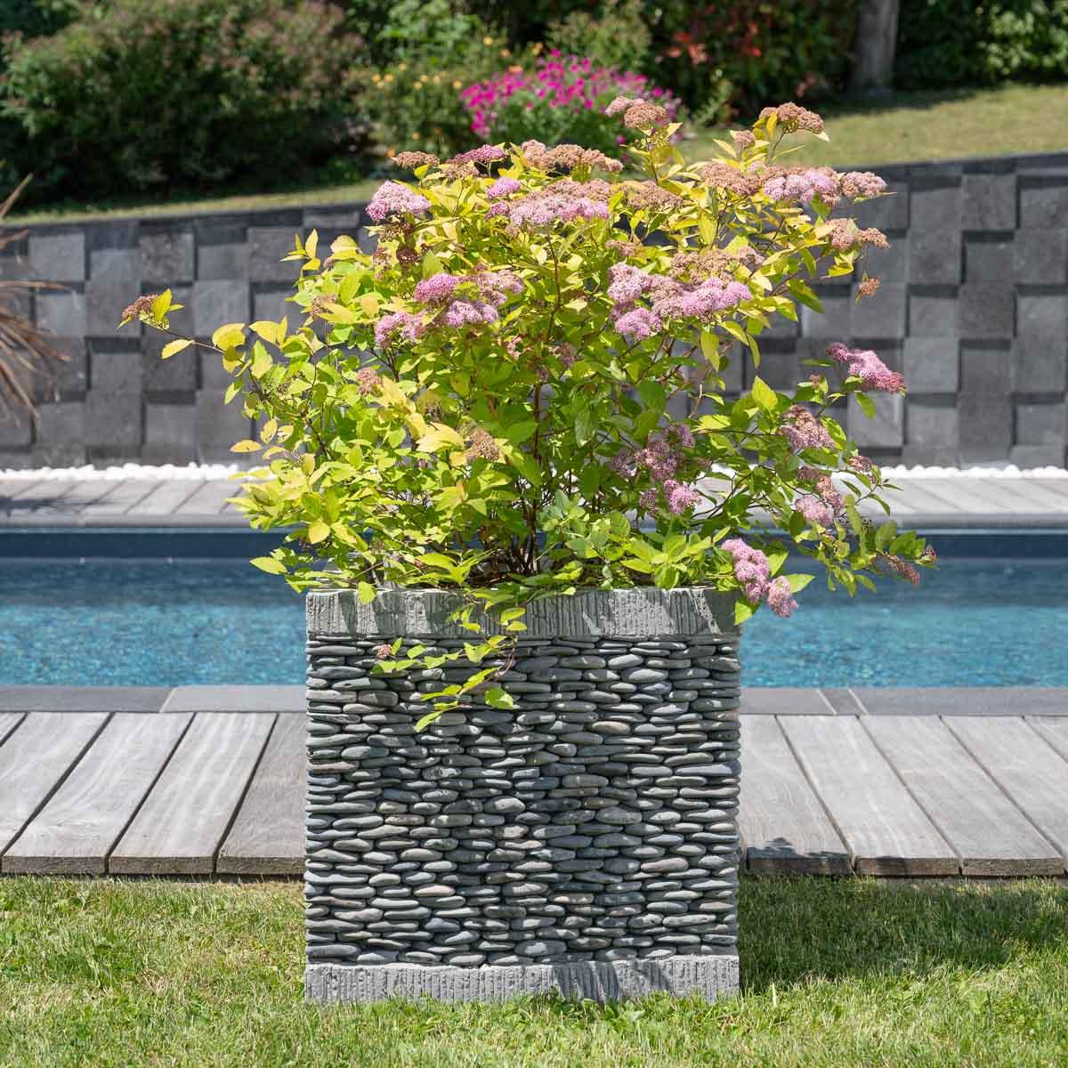Wanda Collection Pot bac jardinière carré cube galet 50cm jardin zen terasse