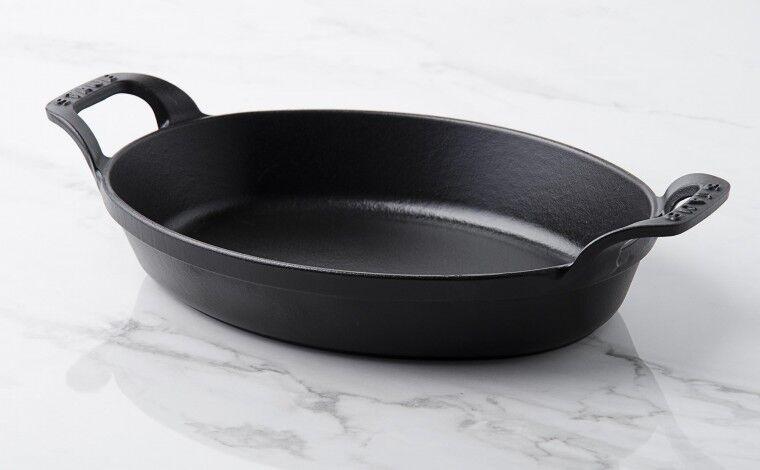 Staub Plat empilable ovale fonte noire 24 cm