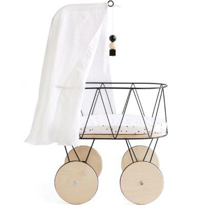 Berceau de poupée en métal et bois avec parure, flèche et ciel de lit