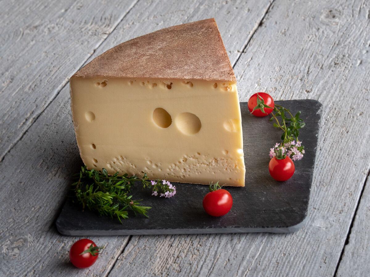 Les Fermes Vaumadeuc Grand-Madeuc - Au lait cru entier de vache - Affinage 6 mois - 1000g