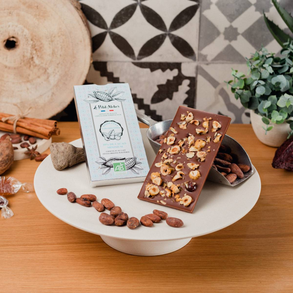 Le Petit Atelier Tablette De Chocolat Au Lait Bio Aux Noisettes Caramélisées