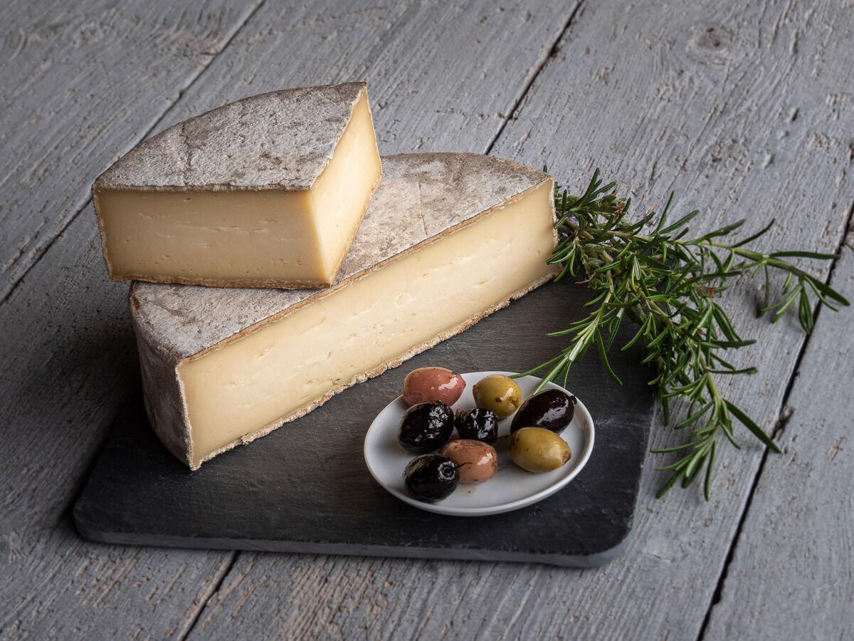 Les Fermes Vaumadeuc Tomme du Vaumadeuc - Au lait cru entier de vache - Affinage 3 mois - 800g