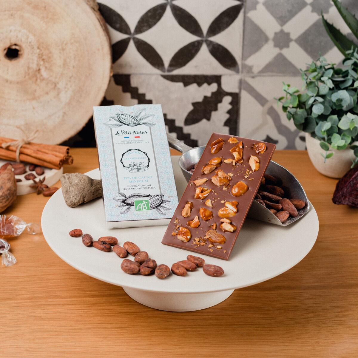Le Petit Atelier Tablette De Chocolat Au Lait Bio Aux Amandes Caramélisées