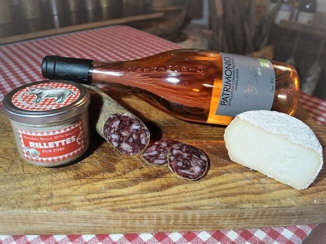 Charcuterie Mannei Apéro au Porc Noir Corse, Patrimonio Rosé et Fromage de Brebis au lait cru