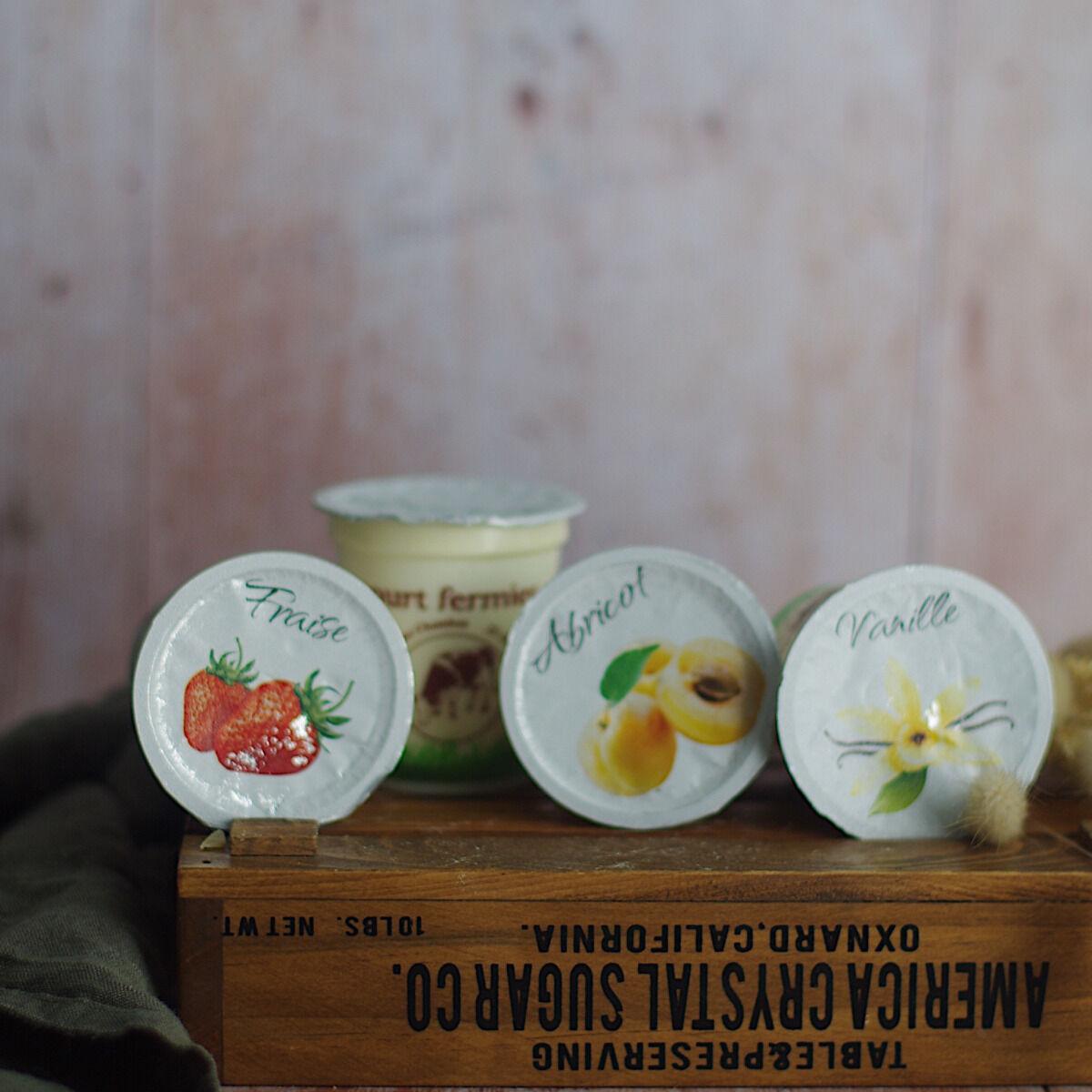 Ferme Chambon Yaourts au Lait Cru de Vache parfums panachés : Nature, Vanille, Abricot, Fraise