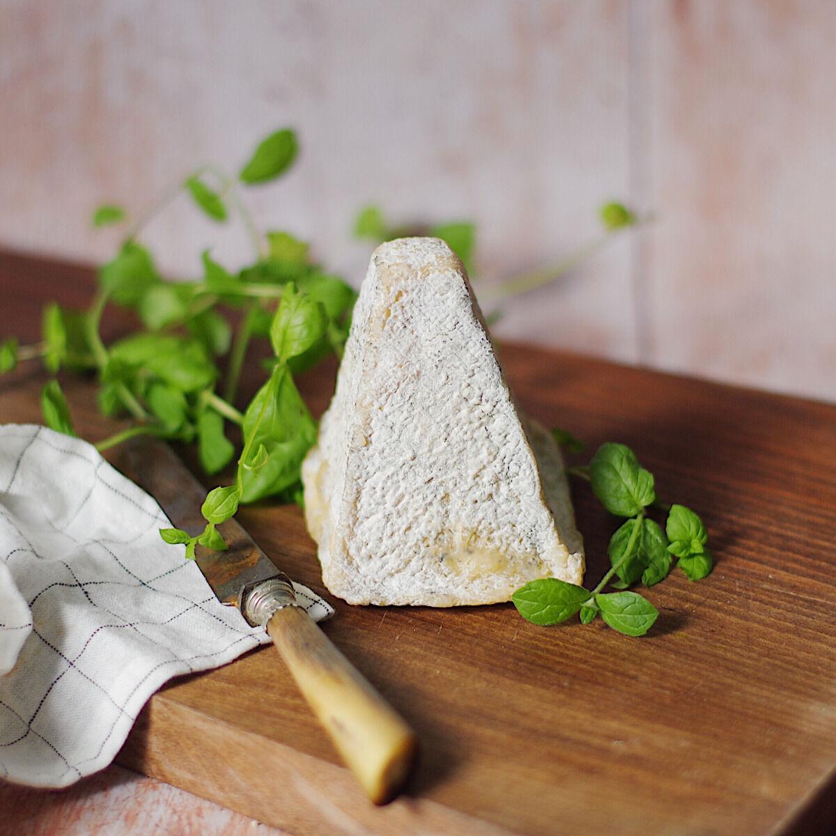 Ferme du caroire Pyramide sèche au lait cru de chèvre