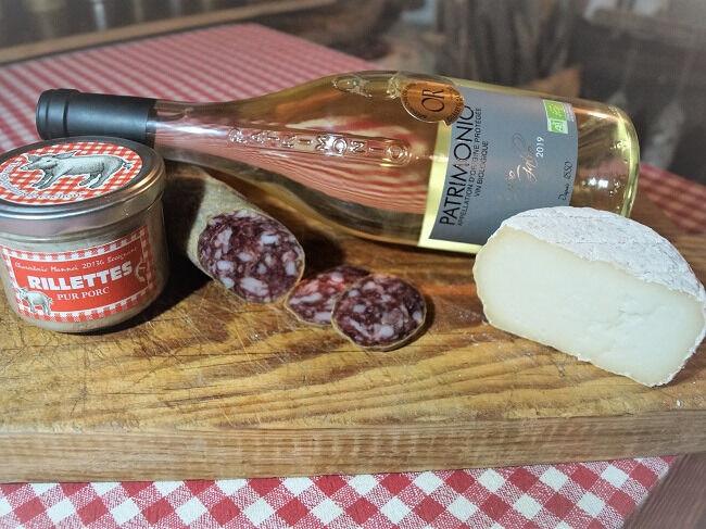 Charcuterie Mannei Apéro au Porc Noir Corse, Patrimonio Blanc et Fromage de Chèvre au lait cru