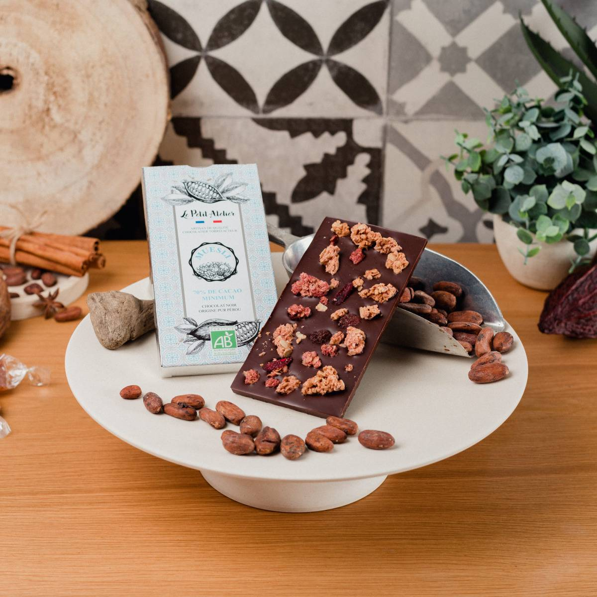 Le Petit Atelier Tablette Chocolat Noir Bio Au Muesli Aux Fruits Rouges