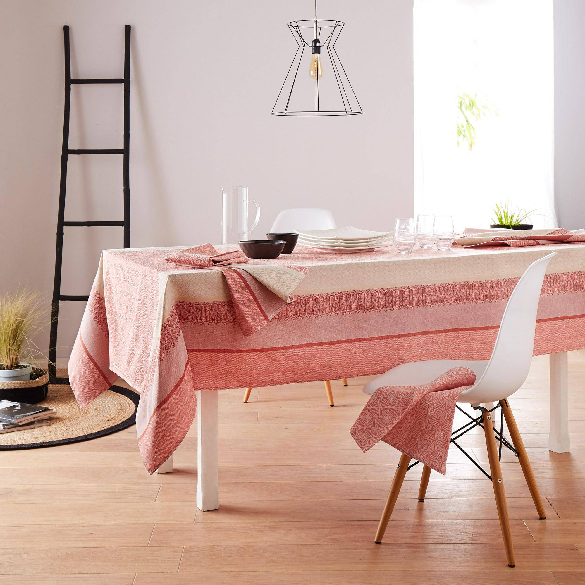 Linnea Nappe carrée 150x150 cm Jacquard 100% coton + enduction acrylique CHARLESTON rouge Corail