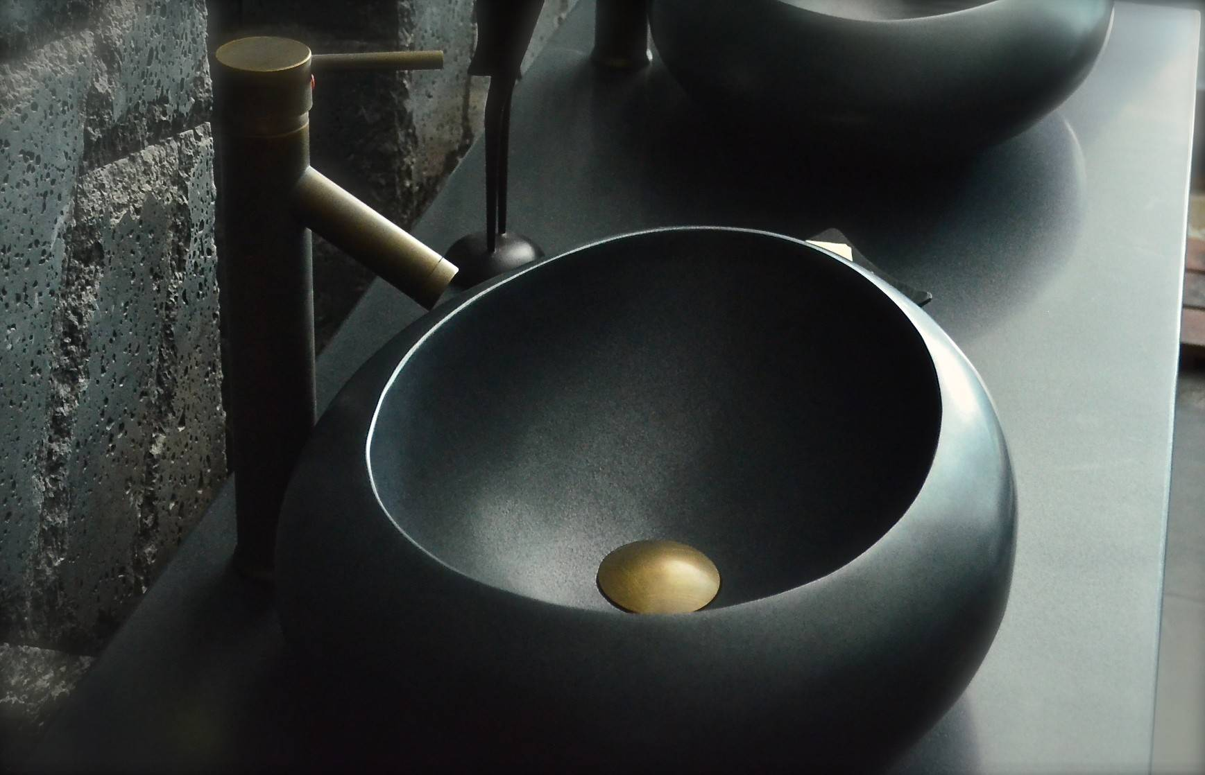 LivingRoc Vasque à poser en pierre naturelle granit noir véritable luxe COCOON SHADOW