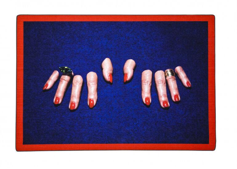 SELETTI wears TOILETPAPER tapis RECTANGULAR RUG (Fingers - Polyester et coton)