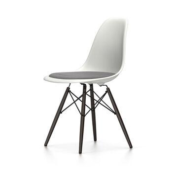 VITRA chaise avec coussin et piètement noir Eames Plastic Side Chair DSW NOUVELLES DIMENSIONS (Blanc, coussin bleu glace/marron marécage - [...]
