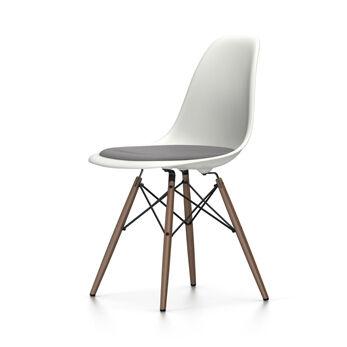 VITRA chaise avec coussin piètement foncé Eames Plastic Side Chair DSW NOUVELLES DIMENSIONS (Blanc, coussin bleu glace/marron marécage - [...]