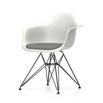 VITRA chaise fauteuil avec coussin et piètement noir Eames Plastic Armchair DAR NOUVELLES DIMENSIONS (Blanc, coussin bleu glace/marron marécage [...]