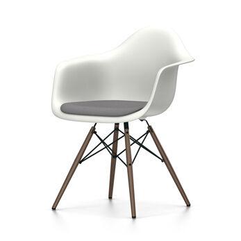 VITRA chaise fauteuil avec coussin et piètement foncé Eames Plastic Armchair DAW NOUVELLES DIMENSIONS (Blanc, coussin bleu glace/marron marécage [...]